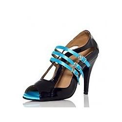 Adèle : Nous aimons l'autenticité du modèle de ces chaussures de danse